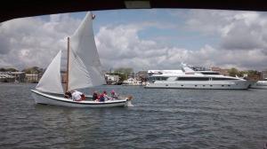 Les tours de bateau gratuits pour tous.